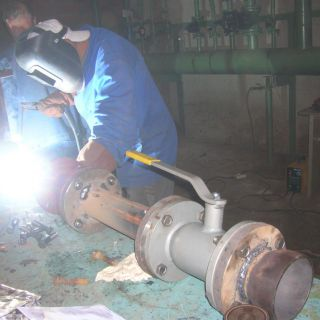 Сварочные работы при монтаже узла учета тепловой энергии (ЗАО МОСМЕК)
